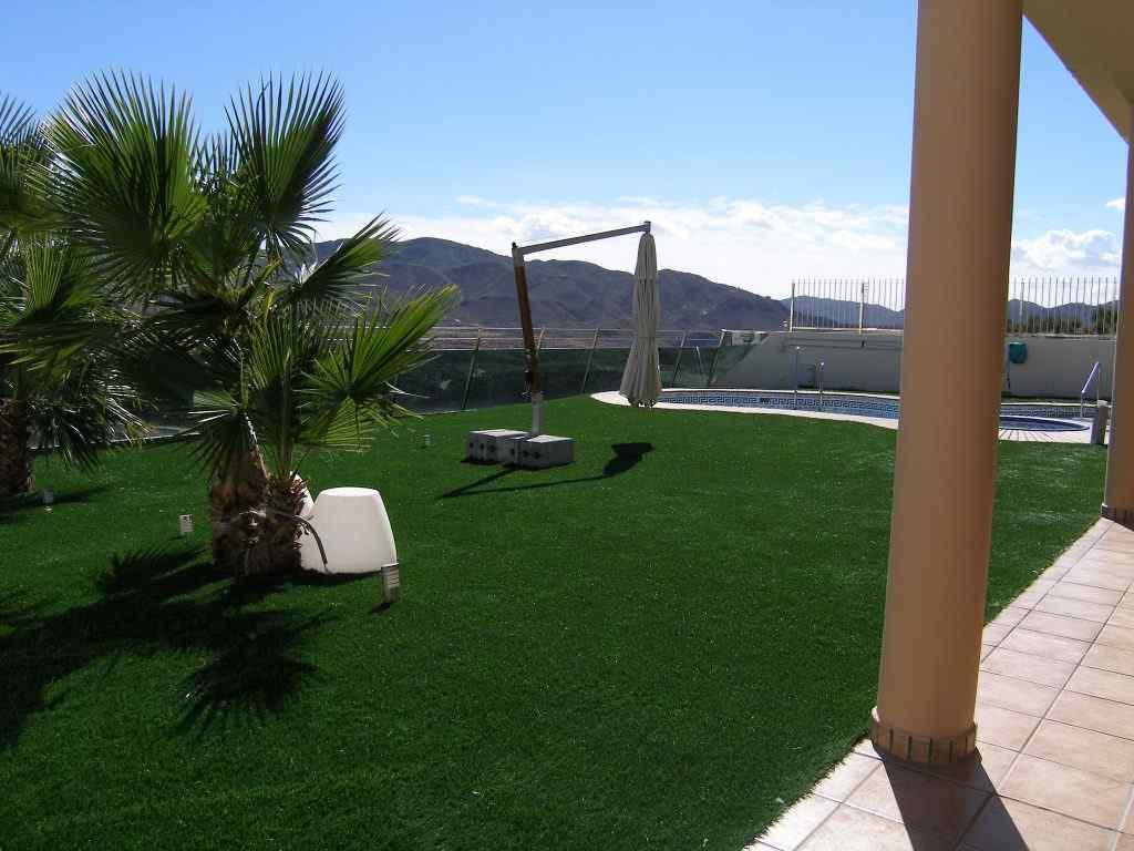 hierba artificial jardineria precios