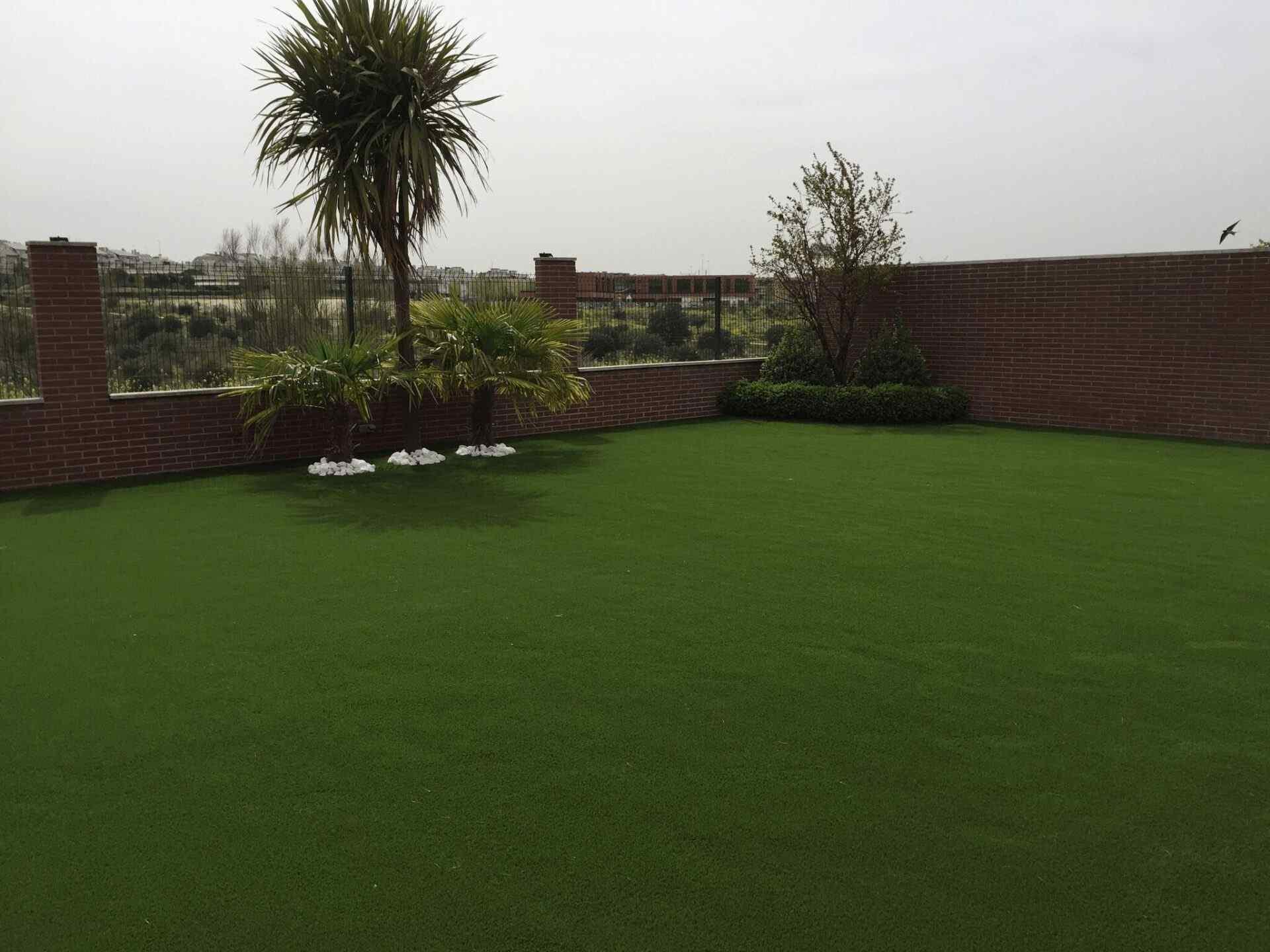 Jardines Y Terrazas Con Cesped Artificial Galeria De Inpiracion Mayo - Cesped-artificial-barato-para-terrazas