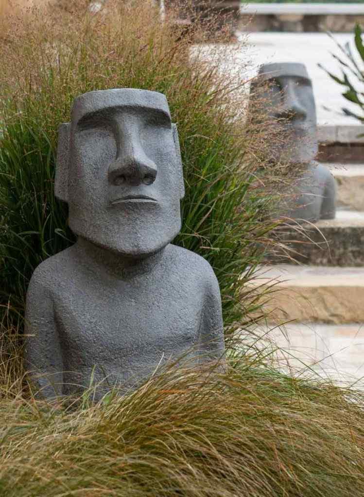 estatua moai jardin